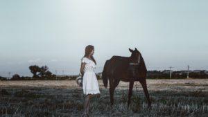 Mädchen mit Pferd 3